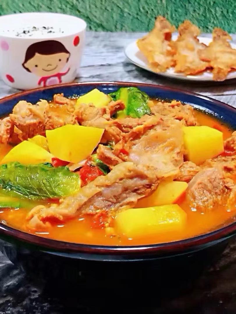 西红柿土豆青菜炖牛肉