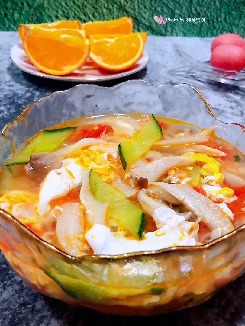 西红柿平菇黄瓜蛋花汤