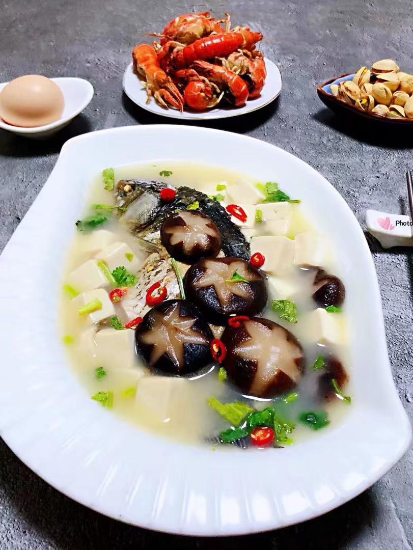 香菇鲫鱼豆腐汤
