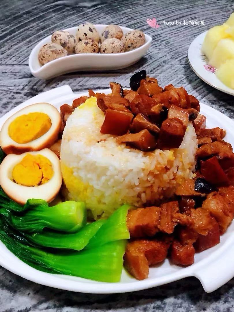 香菇鸡蛋卤肉饭的做法