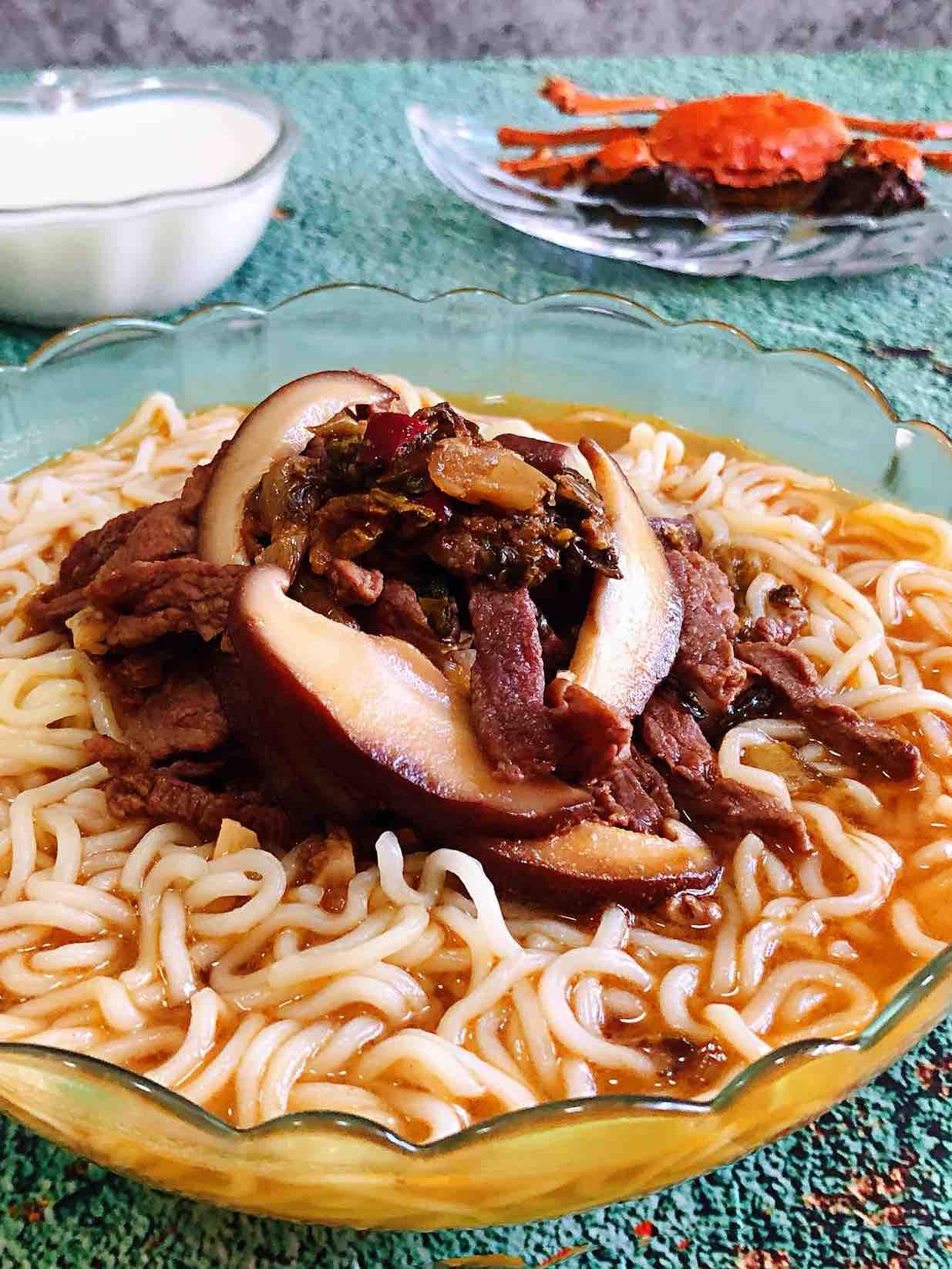 雪菜香菇肉丝面的做法