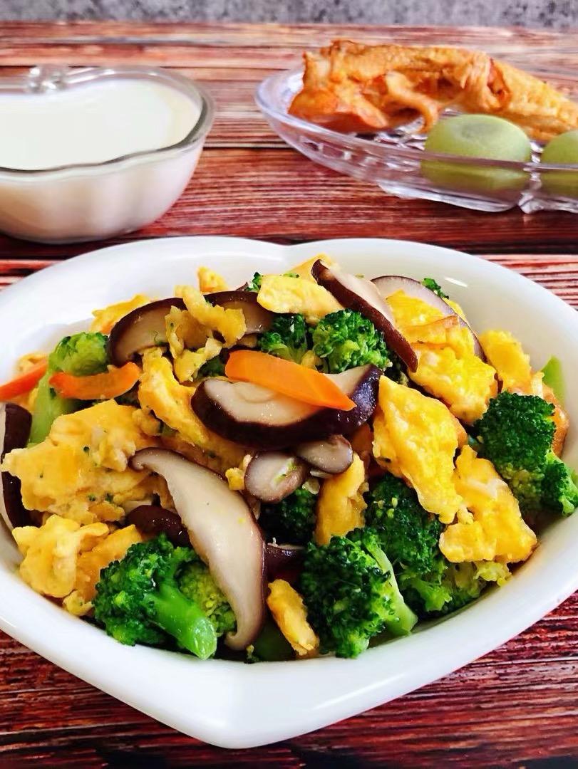 西兰花香菇炒蛋的做法