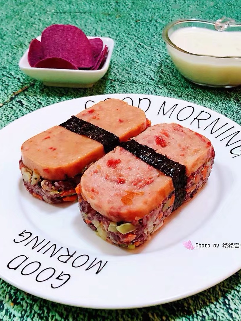 午餐肉时蔬双米堡的做法