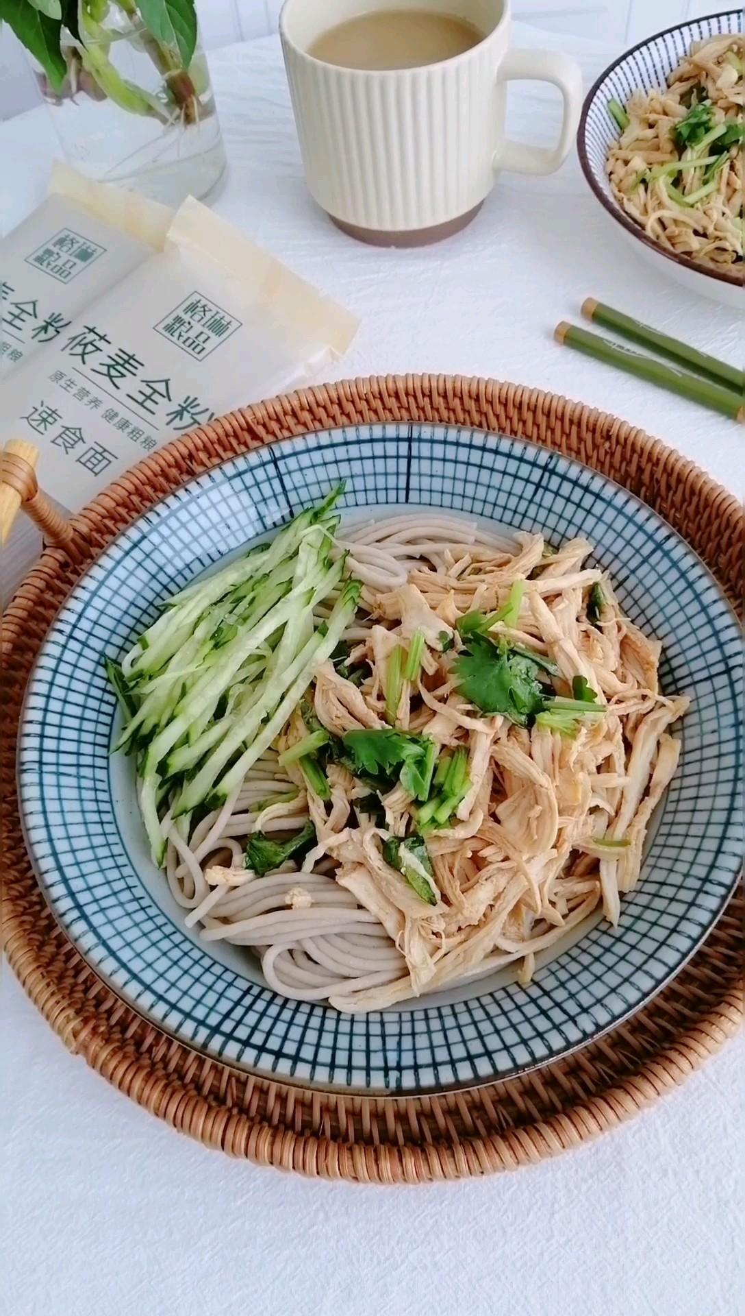 低脂低卡健康主食,手撕鸡拌莜麦面的做法