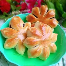 手工揉面豆沙花朵面包
