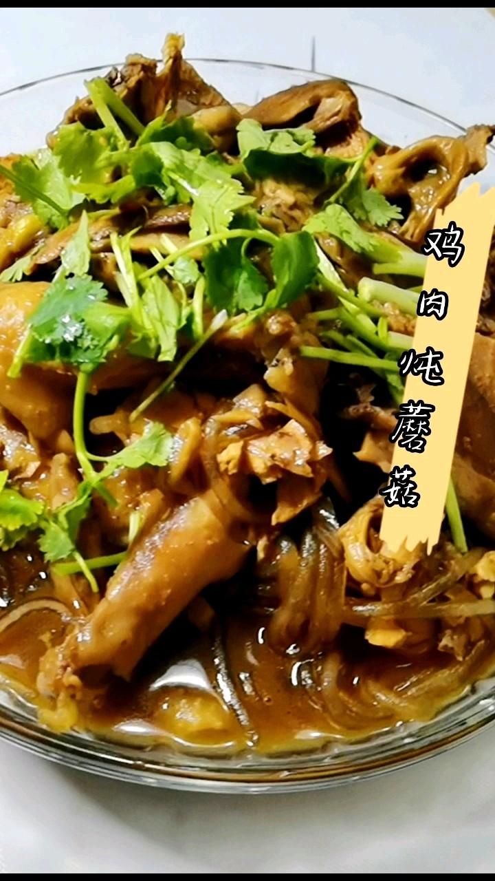 小鸡炖蘑菇,冬天来上一锅吃着太舒服了