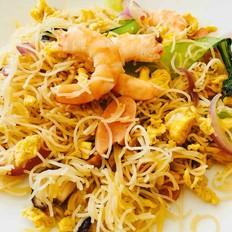 鲜虾鸡蛋时蔬炒米粉