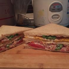 家庭鸡蛋三明治