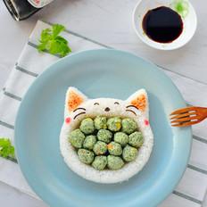 大嘴吃菜的猫