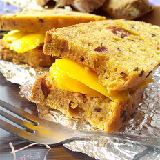 芒果坚果碎蛋糕