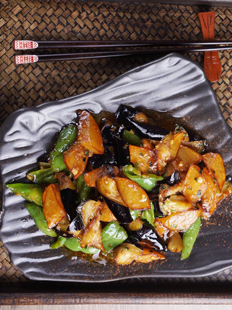 经典的东北家常菜——地三鲜的做法