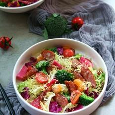 黑椒牛肉肠蔬果沙拉
