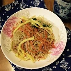 胡萝卜蛋丝炒米粉