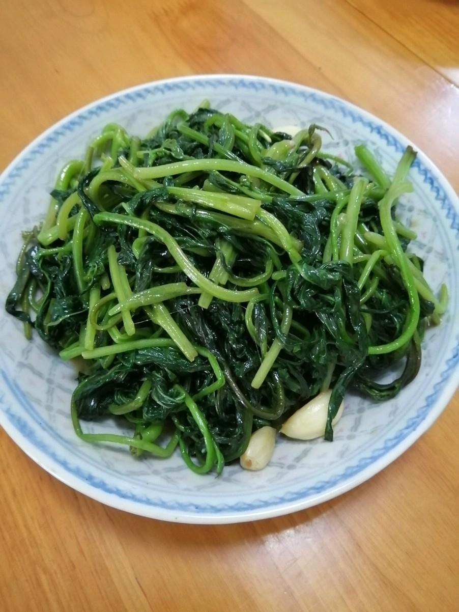 腐乳炒红薯叶