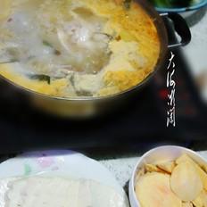 浓汤宝鱼火锅