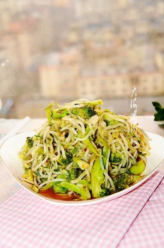 西兰花素炒绿豆芽的做法