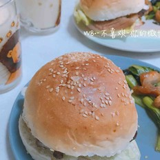 自制猪肉玉米粒汉堡的做法