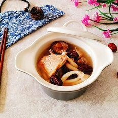 砂锅菌菇鸡汤
