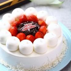 草莓装饰奶油蛋糕