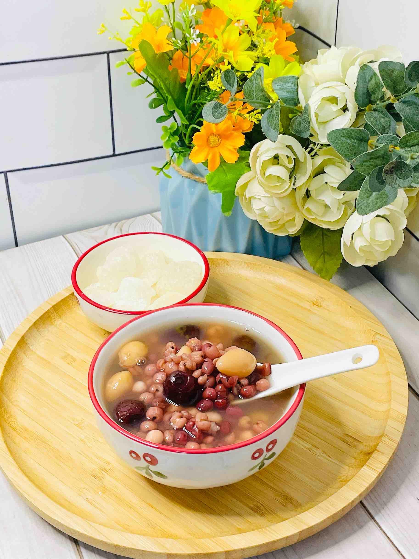 夏天到,来碗冰甜冰甜的白果薏米红豆糖水,清凉很舒爽