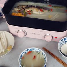萝卜枸杞鲫鱼汤