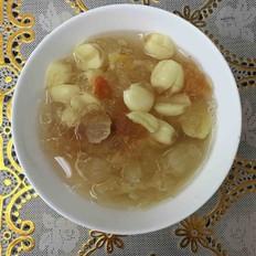 桃胶皂角银耳莲子汤