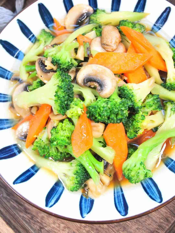 西兰花炒蘑菇