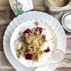 藜麦水果酸奶沙拉