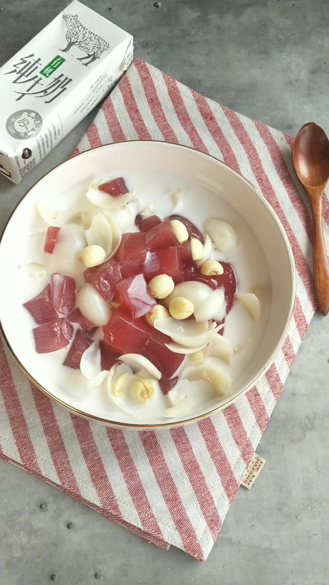 牛奶红李冰粉