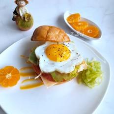 萨拉米肠鸡蛋汉堡