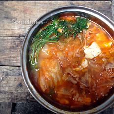 泡菜金针菇肥牛豆腐煲