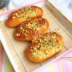 葱香花生碎面包