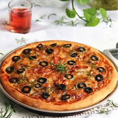 黑橄榄迷迭香培根披萨