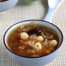 莲子银耳红枣汤