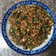 米线豆腐干炒韭菜末