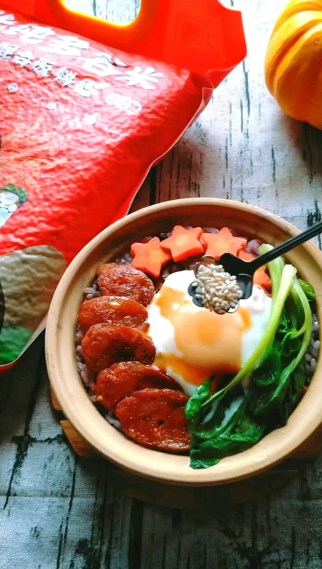 香肠焖谷米饭