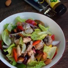 油醋汁鸡肉果蔬沙拉