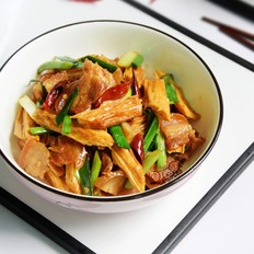 五花肉焖腐竹