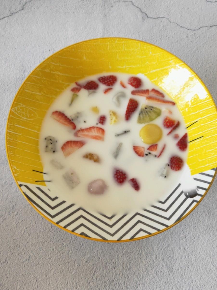酸奶水果汤圆