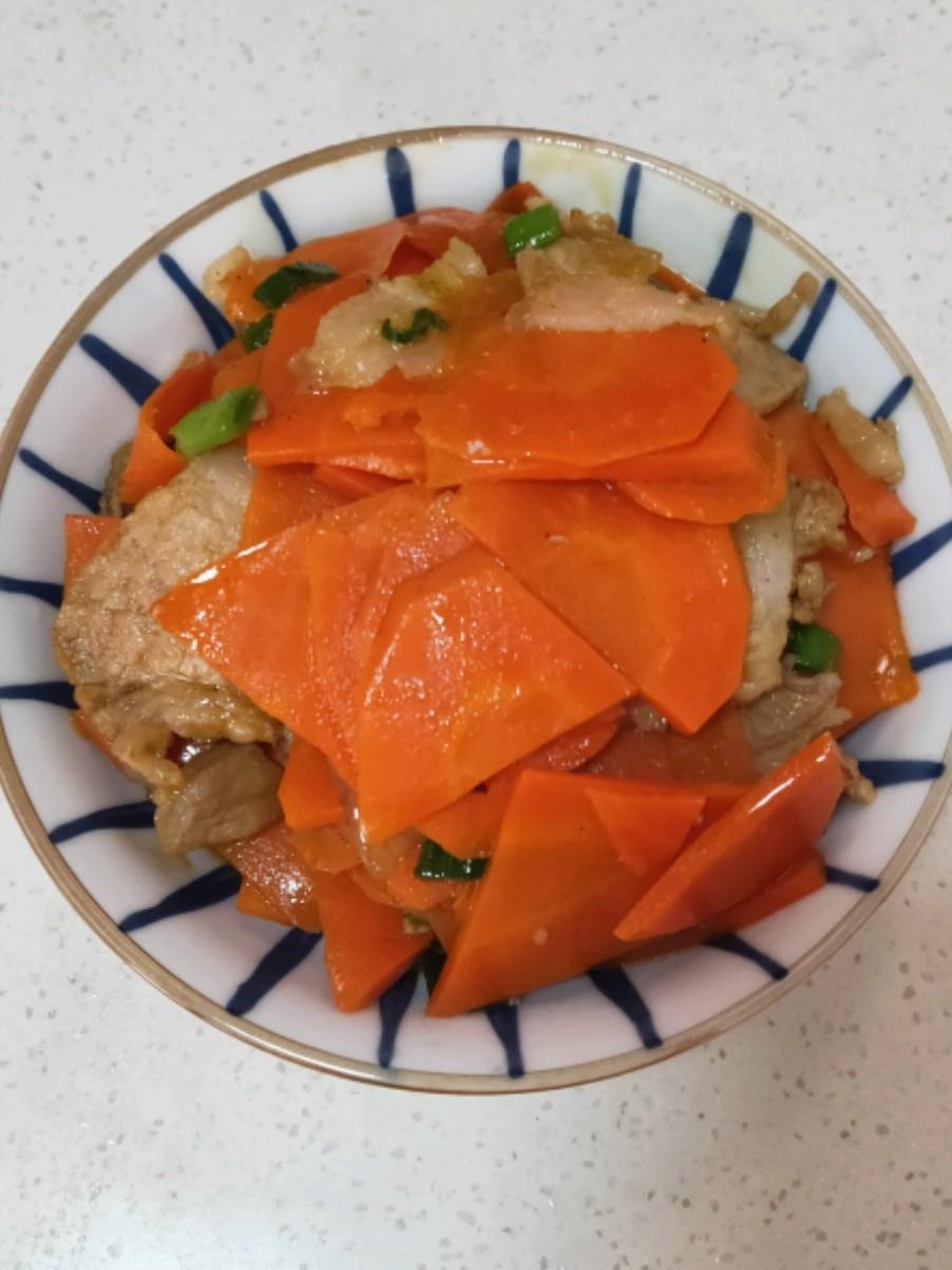 五花肉炒胡萝卜