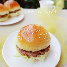 自制黄金肉饼汉堡