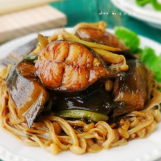 金针菇烧塘鲺鱼