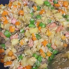 土豆萝卜牛肉焖饭