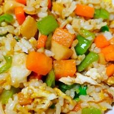 五颜六色鸡蛋胡萝卜火腿肠豌豆青椒炒饭