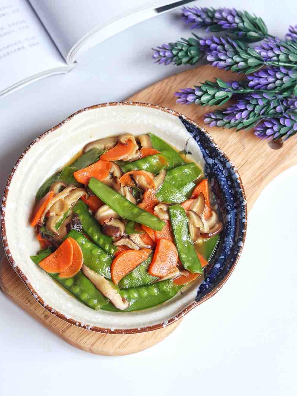 胡萝卜香菇炒荷兰豆