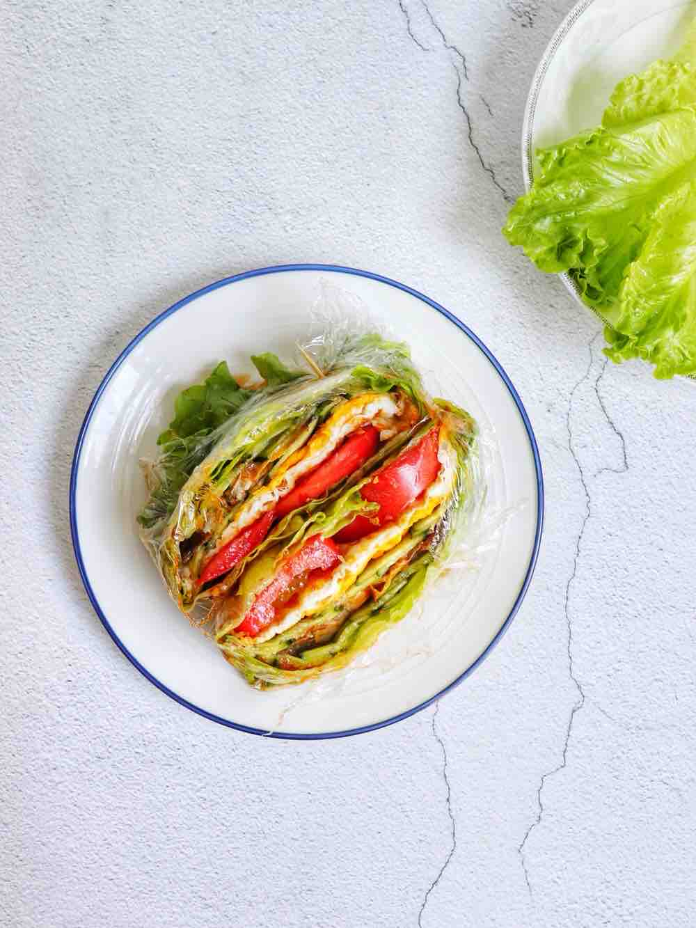 鳗鱼生菜三明治