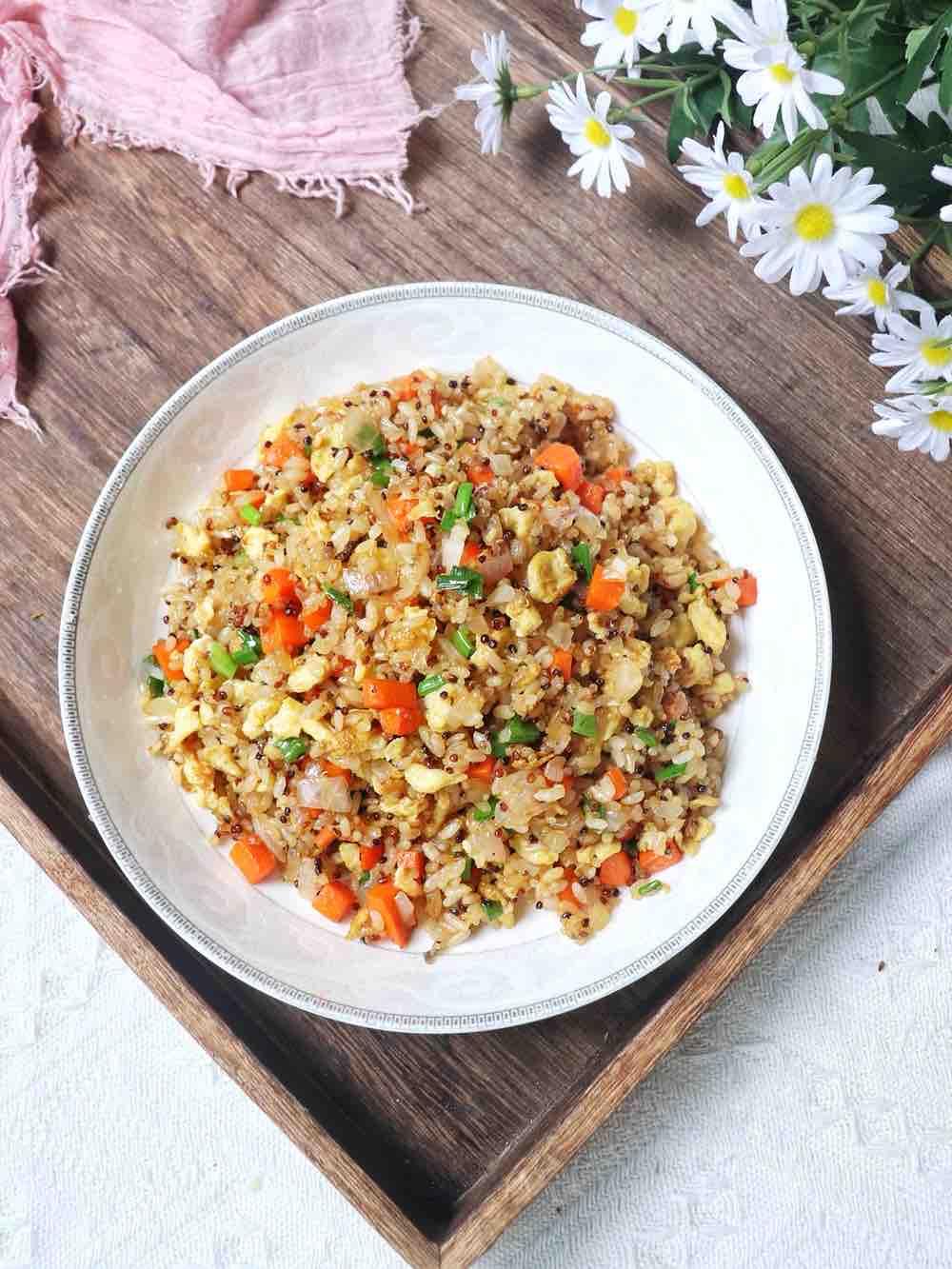 杂蔬鸡蛋炒藜麦饭的做法
