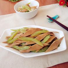 豆皮炒芹菜