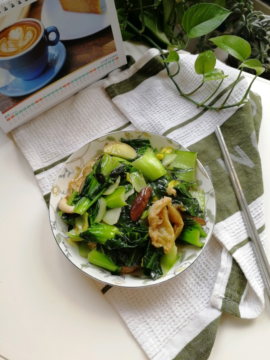 青菜香菇炒油面筋壳
