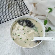 鲜香鲫鱼豆腐汤